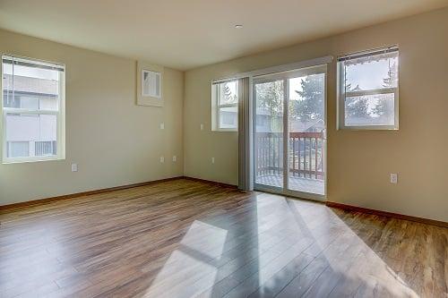 206-livingrm-balcony-1