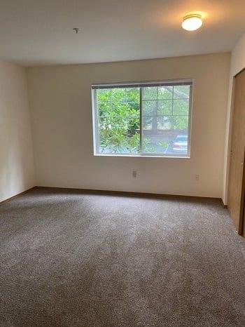 LB123 bedroom2